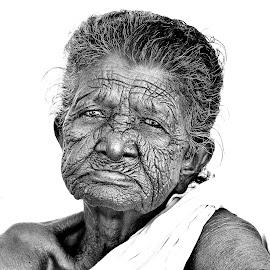 Wrinkles... by Saikat Kundu - Black & White Portraits & People ( wrinkles, old lady, black and white, natural, close up,  )