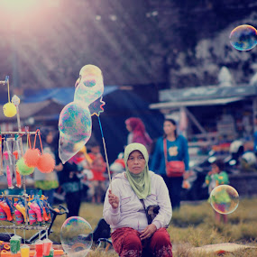 Penjual balon ,, by Ferysetya Ma - People Street & Candids