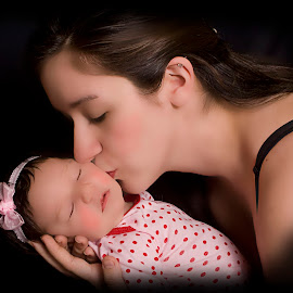 Angel Kiss by Pablo Barilari - Babies & Children Child Portraits ( angel, kiss, baby, baby photography )