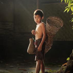 enip by Ramadhan Bagaskara Arya Parmuka - Babies & Children Child Portraits ( mencari ikan )