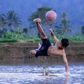 bermain bola lumpur by Yasifun Yasifun - Sports & Fitness Soccer/Association football