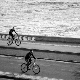 Ciclistas by Luis Pessoa - Transportation Bicycles