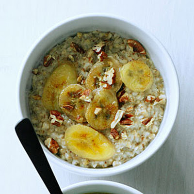 Steel-Cut Oatmeal with Toasted Pecans and Caramelized Bananas