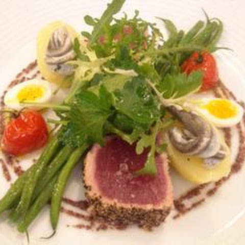 Peppered Tuna With Niçoise Salad