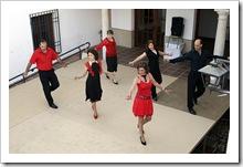 Actuación de integrantes del taller de bailes de salón.