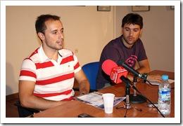 El concejal Alberto López, a la izquierda, esta mañana en rueda de prensa  junto a Javier Serrano, coordinador de Deportes.