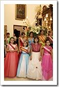 las Reinas y Damas, tras el canto de la Salve a la patrona.