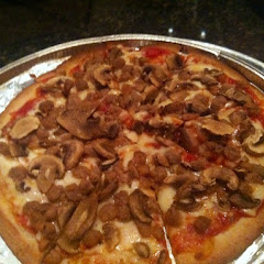 Hamburger and mushroom gf pizza