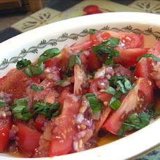 Tomato and Garlic Salad (Salat Iz Pomidorov S Chesnokom)