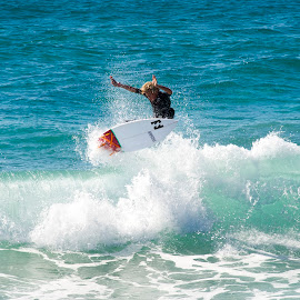The Punt by Cam Neale - Sports & Fitness Surfing