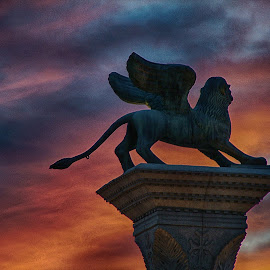 Lion Of LV by Jose Matutina - Buildings & Architecture Statues & Monuments ( las vegas, monument )