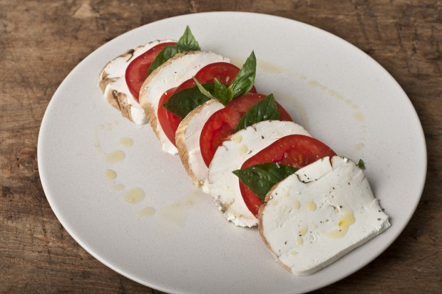 mozzarella and cherry tomatoes wild rice cakes with smoked mozzarella ...