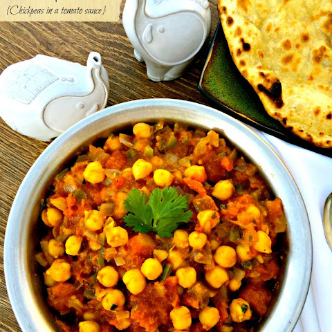 Chana Masala {Chickpeas in a Tomato Sauce}