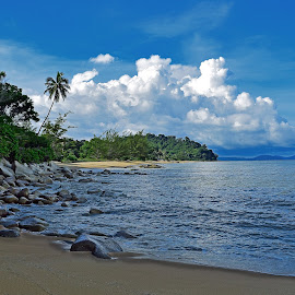 kura2 beach 2 by AbngFaisal Ami - Landscapes Beaches