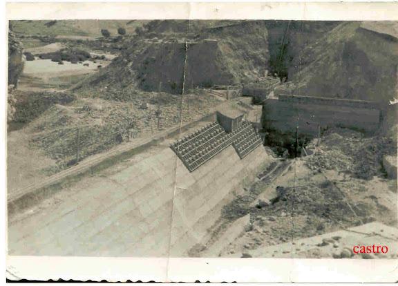 Trabajos de construcción en la presa de Bornos