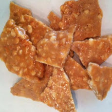 Holiday Macadamia Nut Brittle