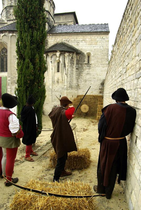 Fête médiévale à Cruas (Ardèche) - On peu aussi tester son adresse au tir à l'arc…