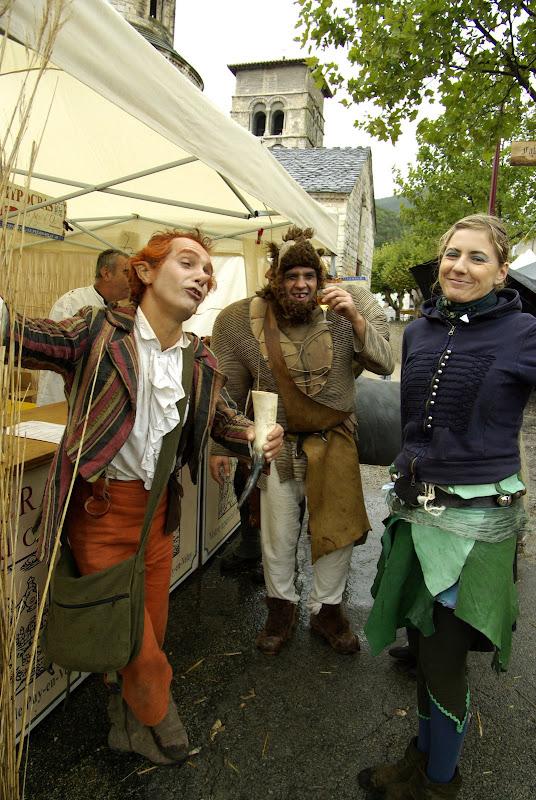 Fête médiévale à Cruas (Ardèche) - Pendant ce temps là, elfes et autres trolls ripaillent avant le spectacle.