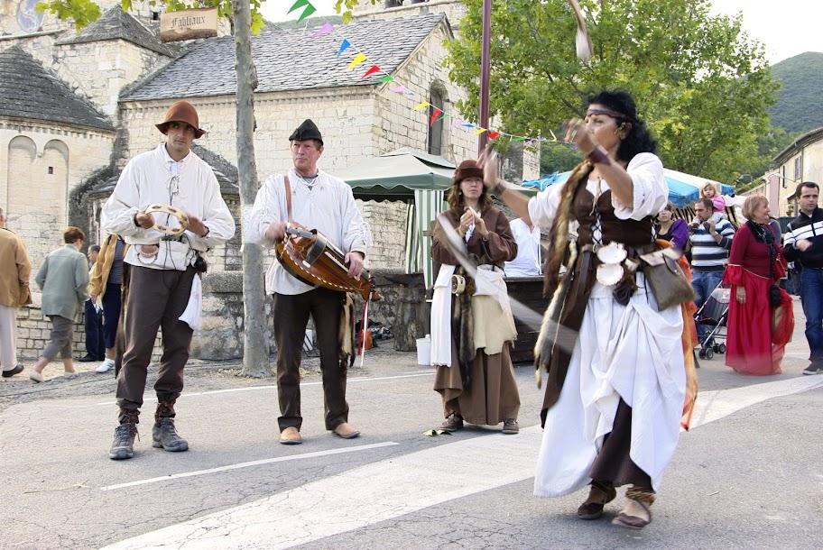 Fête médiévale à Cruas (Ardèche) - Une bonne fête se fait toujours en musique : avec le la troupe « Elena Baladins et Troubadours », ambiance garantie !