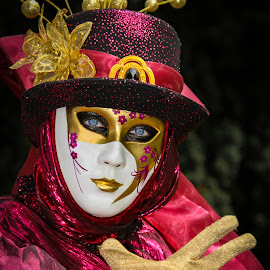 Hat woman by Arti Fakts - News & Events Entertainment ( disguisment, carnival, mask, artifakts, portrait, disguised, eyes, hand, blue, venice, costume, glove, venezzia,  )