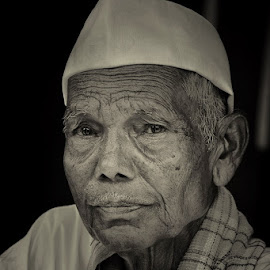 * by Yogesh Waikul - People Portraits of Men ( black and white, maharastra, india, nikon, man )