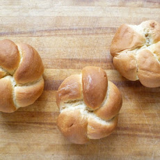 The Fundamental Techniques of Classic Bread Baking's Kaiser Rolls