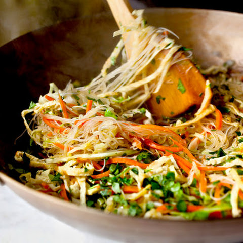 Cabbage and Carrot Noodles With Egg