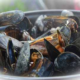 Fresh cooked mussles with white wine and vegetables by Marcel Eringaard - Food & Drink Cooking & Baking ( shellfish, seafood, mussels, mosselen )