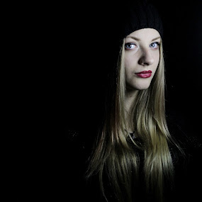 D by Andi Topiczer - People Portraits of Women ( fashion, model, blonde hair, portret, denisa rk, 50mm, andi topiczer, portrait, hat, contrast, girl, blue eyes, canon 60d, light, black )