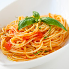 Scarpetta's Spaghetti with Fresh Tomato Sauce and Garlic Basil Oil