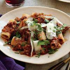 Rigatoni with Grilled Beef and Gravy