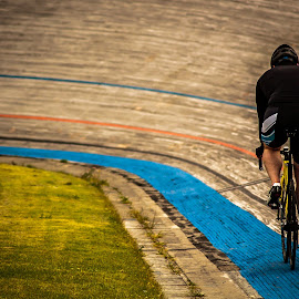 Lone lap by Chris Hartley - Sports & Fitness Cycling ( #cycling, #trackcycling, #training, #warmup, #velodrome,  )
