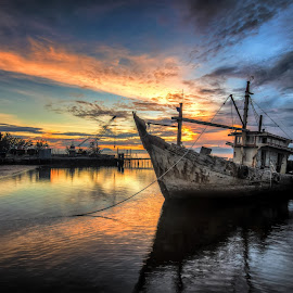 Need to Repair by Qama Heung - Transportation Boats ( sunrise, kuala penyu )