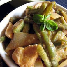 Indonesian-Style Chicken and Green Beans with Rice