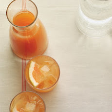 Ginger-Grapefruit Spritzer