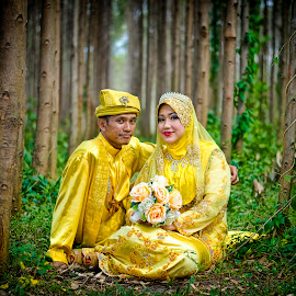 Post Wedding by Budin DaneCreative - Wedding Bride & Groom ( wedding, outdoor, malay, traditional, malaysia, yellow, bride, groom, portrait, post wedding,  )