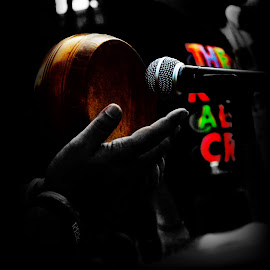 Color of Muzing... by Satasat Dg - People Musicians & Entertainers ( hand, music, microphone, musical instrument, color )