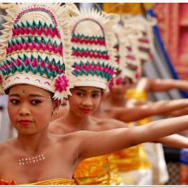 Oleh-oleh pulkam karang asem.. by Iwan Rudianto - People Musicians & Entertainers