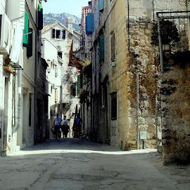 by Mariana Bešker - City,  Street & Park  Street Scenes