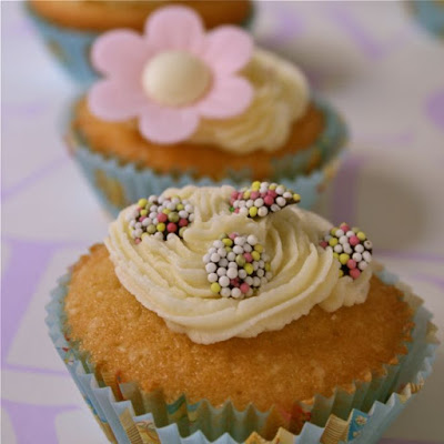 Basic Vanilla Cupcakes with Buttercream Icing