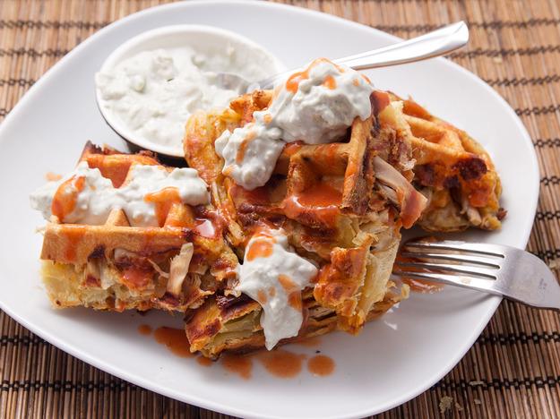 Buffalo Chicken Puff Pastry Waffles Recept | Yummly
