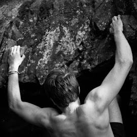 Under the skin by Patrik Lundin - Sports & Fitness Climbing ( roof, climbing, sweden, black and white, muscles, sport, rock )