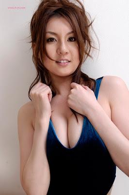 http://lh4.ggpht.com/thorking01/SB_fnheCG3I/AAAAAAAAGiY/6kXWAFRTwa4/s400/080418yui_tatsumi_l122.jpg