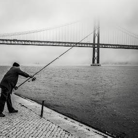 Winter fishing by José Borges - Black & White Street & Candid ( tagus river, winter, fog, lisbon, bridge, fishing, Travel, People, Lifestyle, Culture,  )