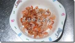 虾米过水,备用。