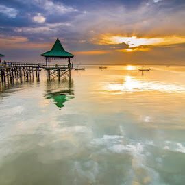 Morning waves by Andy Bagus - Landscapes Waterscapes