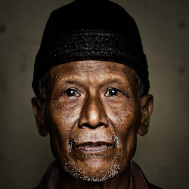 mbah ijan by Indra Prihantoro - People Portraits of Men ( men, grandmother, asian )