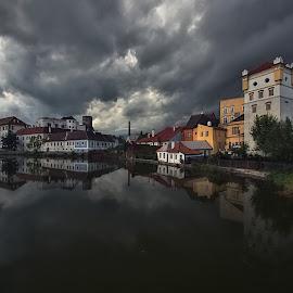 Strašidelný soumrak by Miloš Stanko - Buildings & Architecture Public & Historical ( hrad, obloha, rybník )
