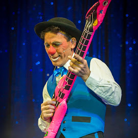 Rock'n Rolo the clown by Arti Fakts - People Musicians & Entertainers ( entertainement, funny, fun, artifakts, stage, hat, bouglione, flatable, clown, false, guitar, pink, circus, entertainer )