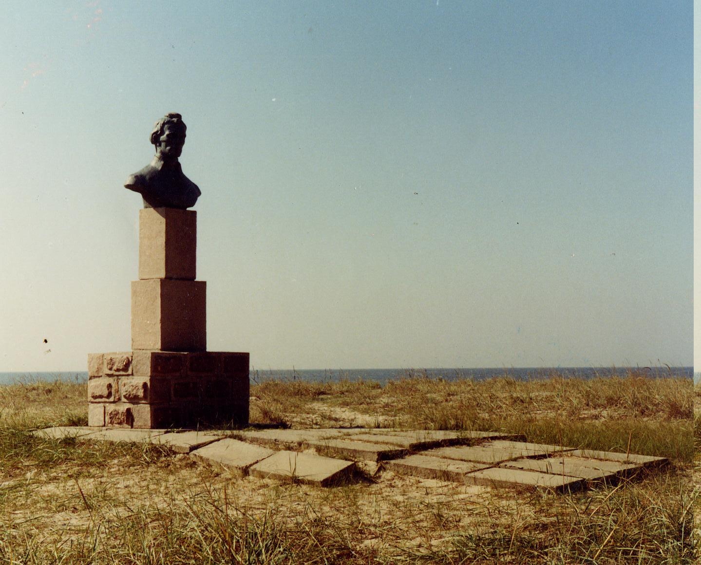 Бюст Суворова отлитый из бронзы. Похищен в 2001г.
